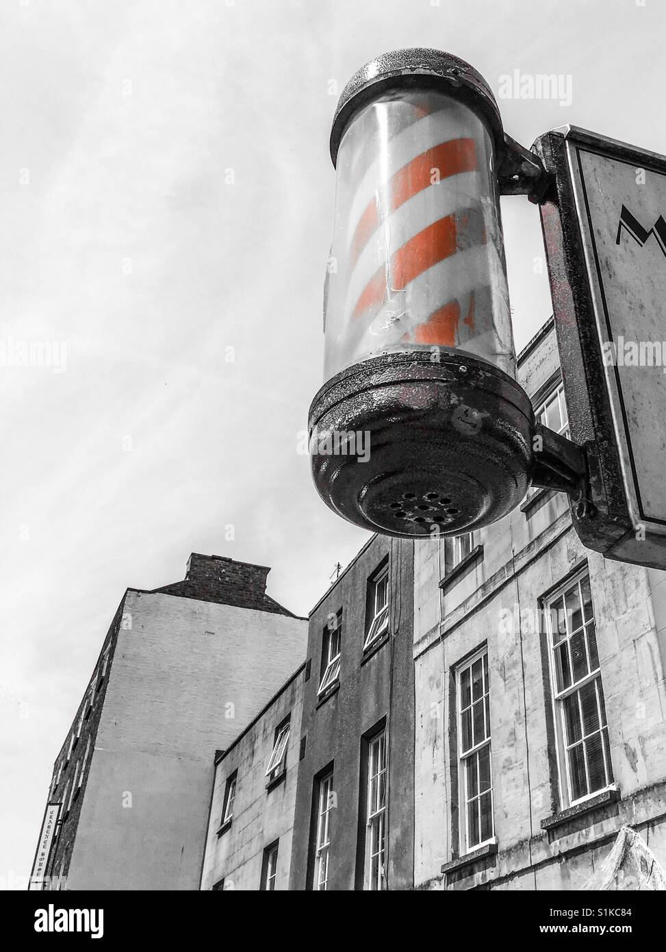 Barbers red and white pole - Stock Image