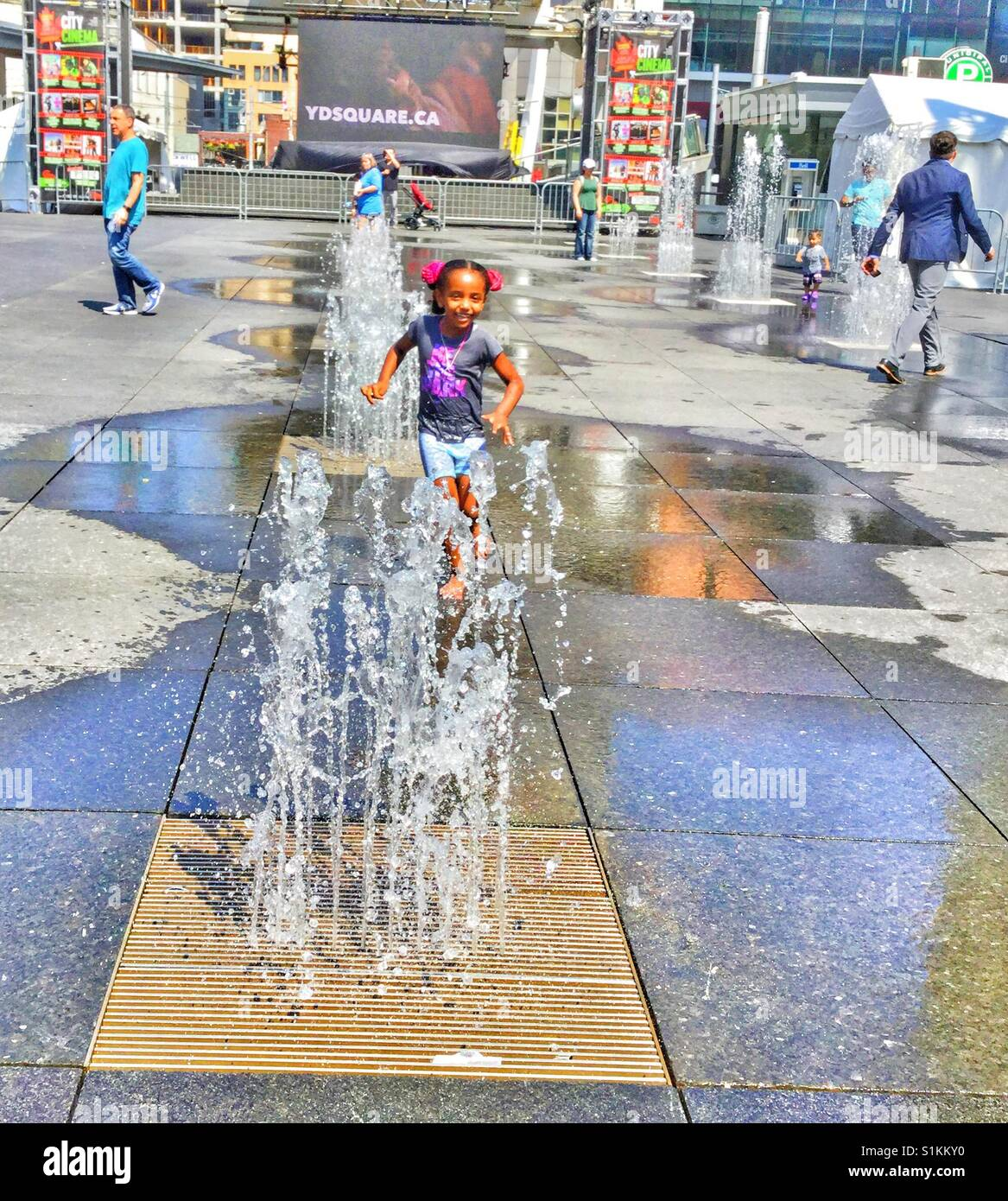 Fountains at Yonge Dundas Square in Toronto. - Stock Image