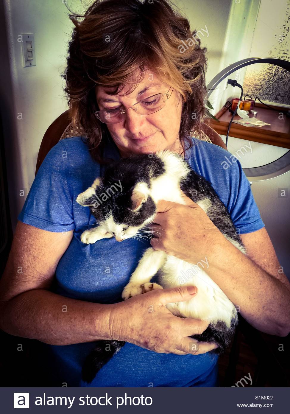 Empathy: woman with long time pet, the last night before the cat's euthanasia. - Stock Image