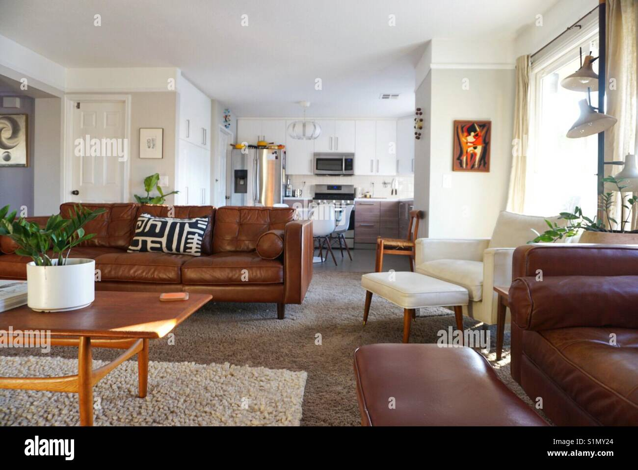 Mid century modern living room Stock Photo: 310861548 - Alamy