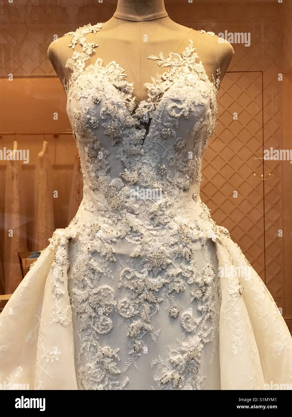 Wedding Dress In Shop Window Stock Photos & Wedding Dress In Shop ...