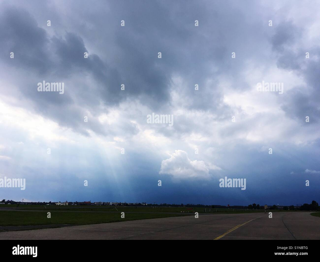 Clouds of a Rain Front approaching - Stock Image