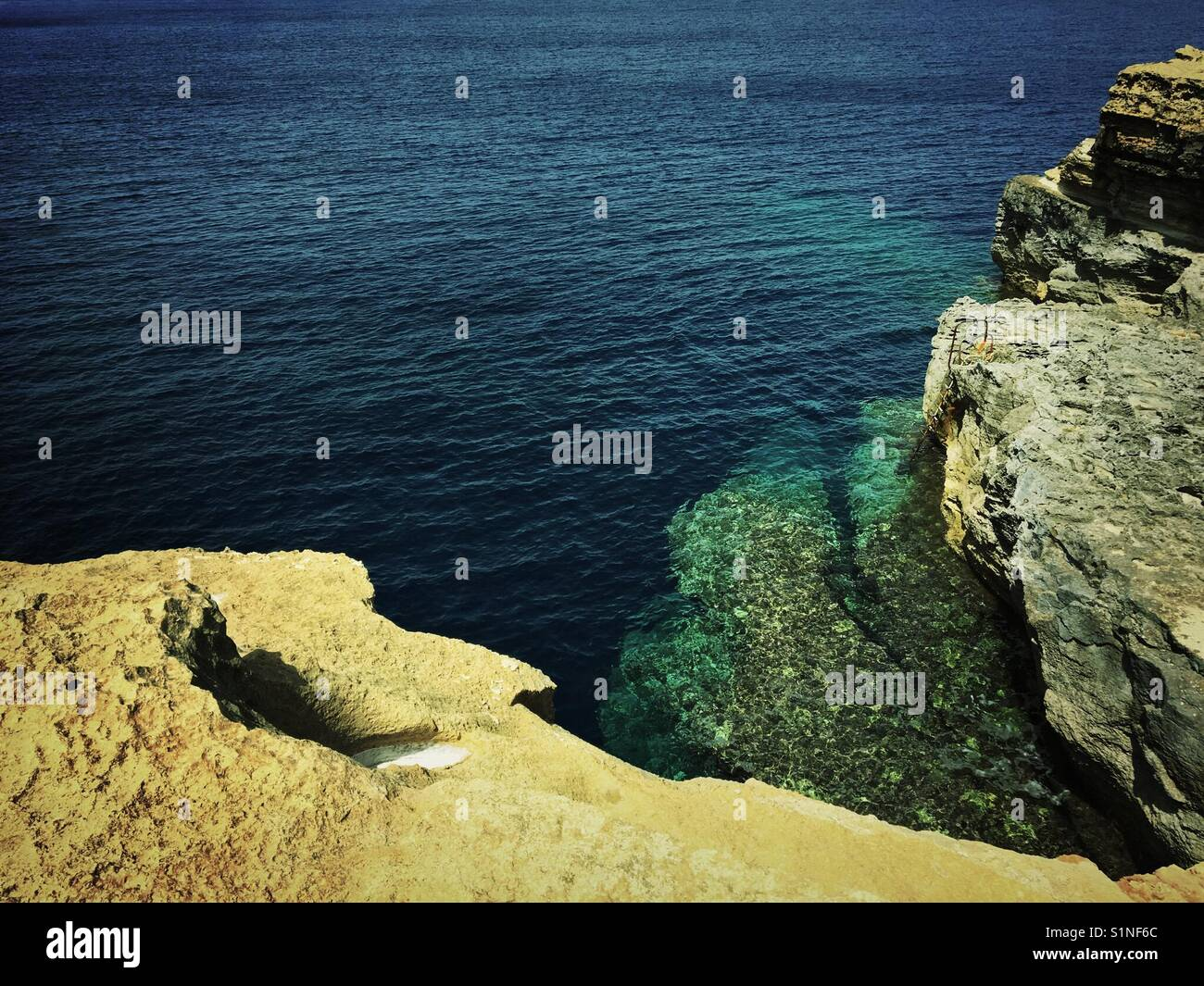 Clear blue sea waters of Gozo, Malta - great for scuba diving - Stock Image