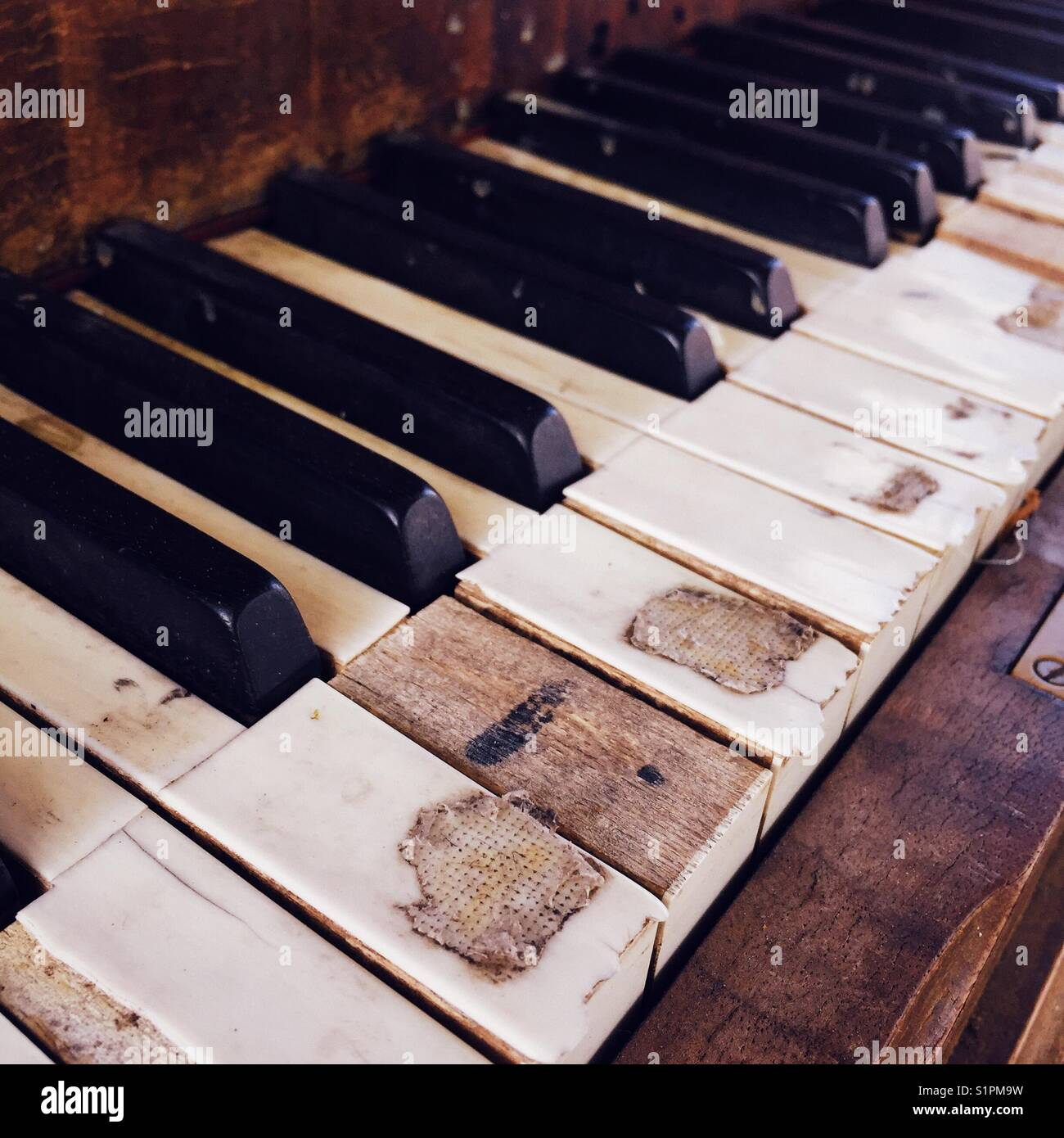 Close up an old worn out piano keys - Stock Image
