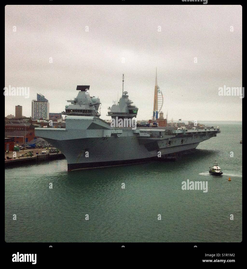 HMS Queen Elizabeth in Portsmouth - Stock Image