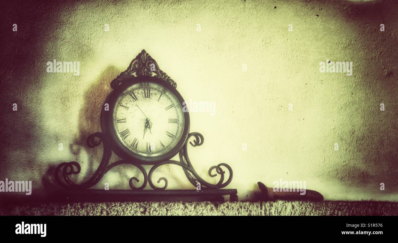 Antique clock on mantle - Stock Image