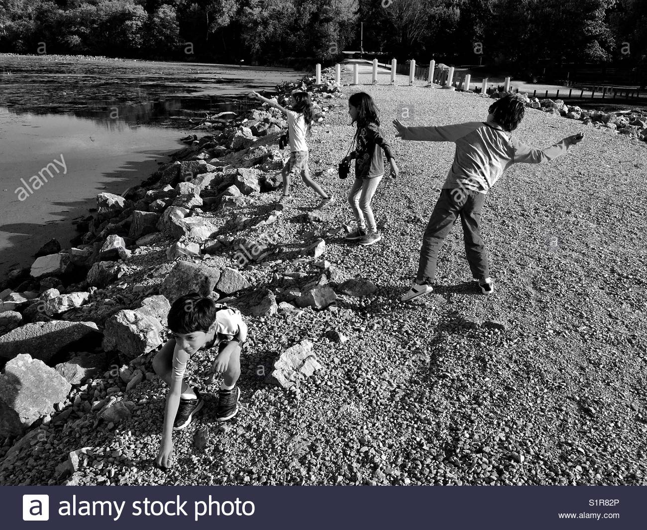 Kids amusing themselves along the Mississippi River. - Stock Image