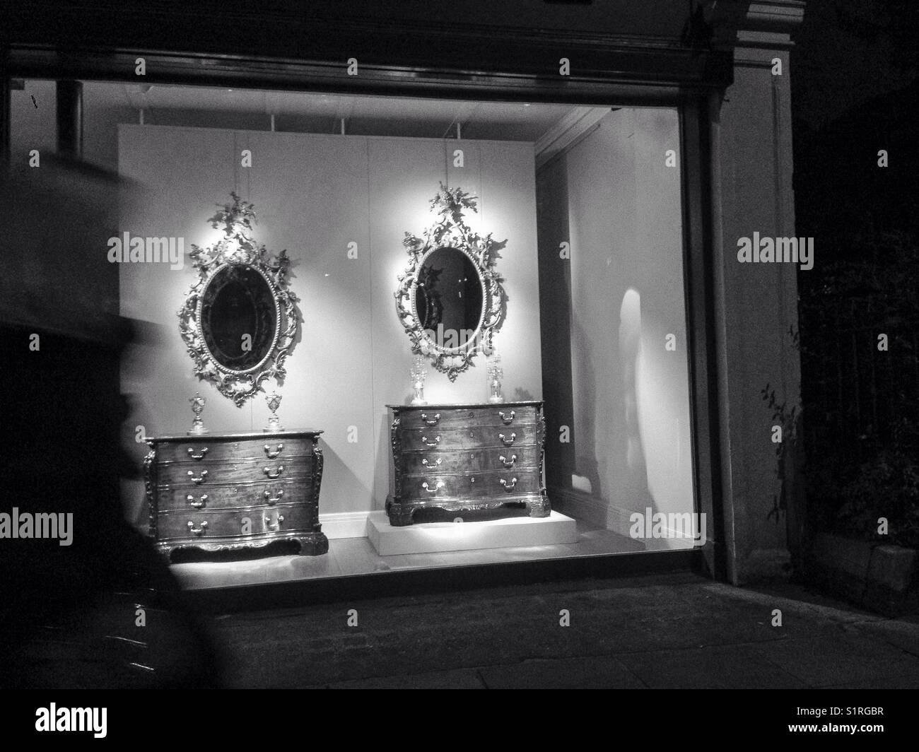 Window shop at night - Stock Image