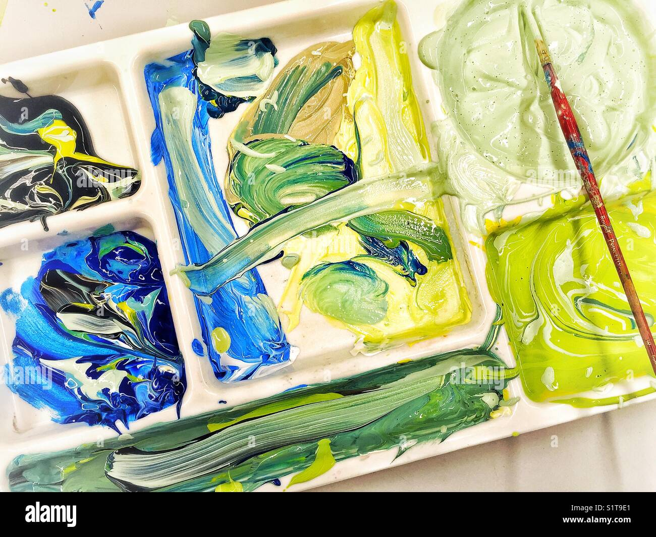 Large tray used as a palette for mixing tempera paints - Stock Image