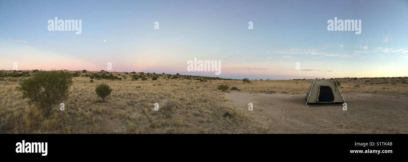 Isolated campsite in the vastness of the Australian Simpson Desert - Stock Image