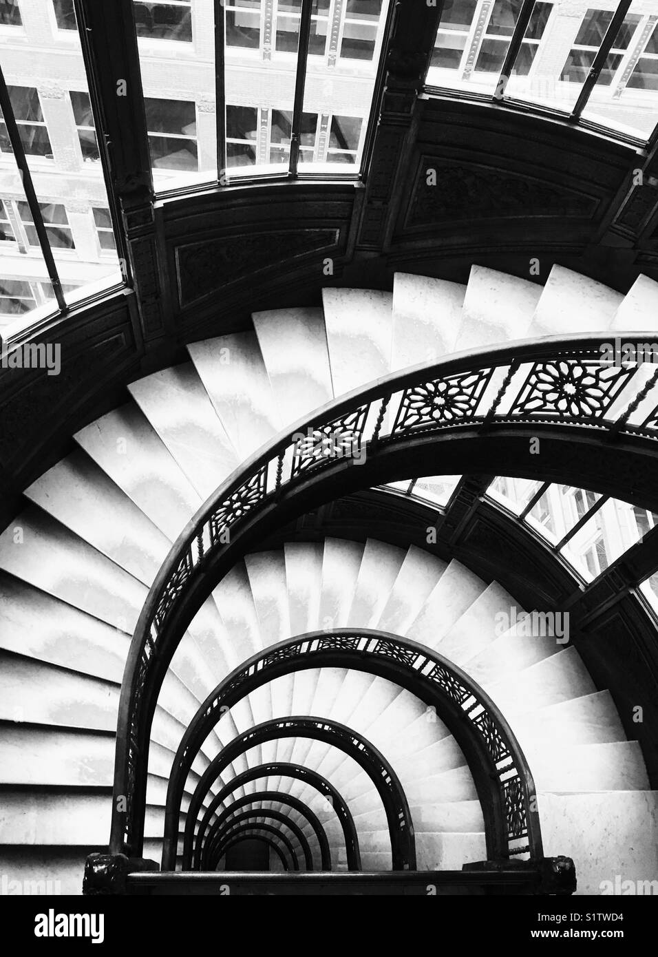 Superbe Spiral Staircase Of The Rookery Building In Chicago, IL