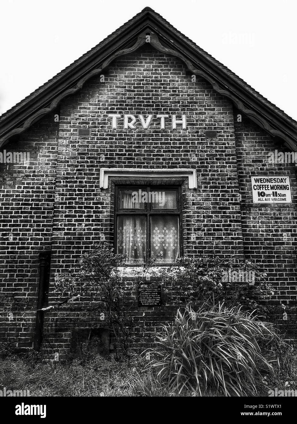 """Church outbuilding with the word """"Truth"""" displayed in stylised type face in Edgware, London, England, UK. - Stock Image"""
