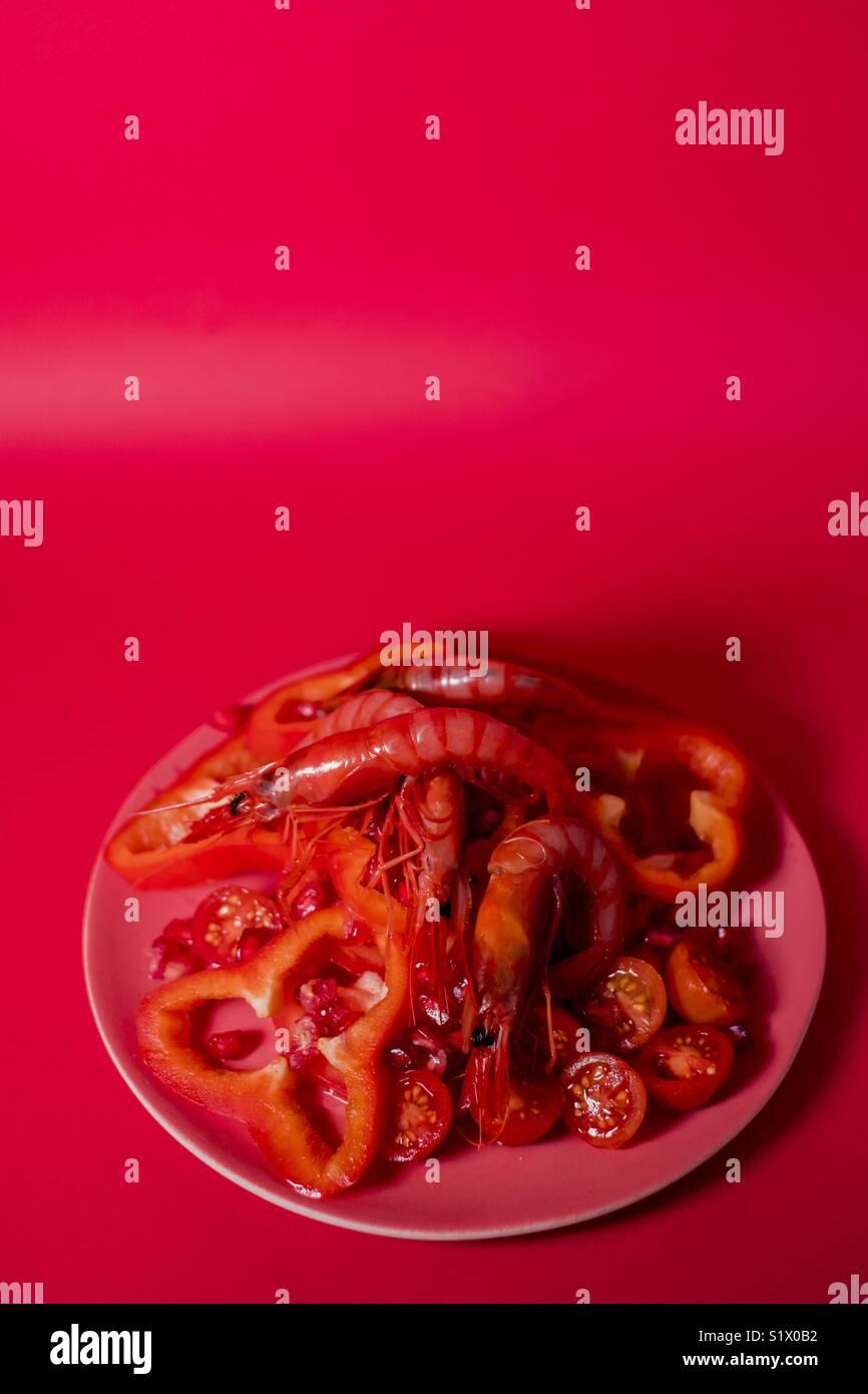 Red monochromatic shrimp salad - Stock Image