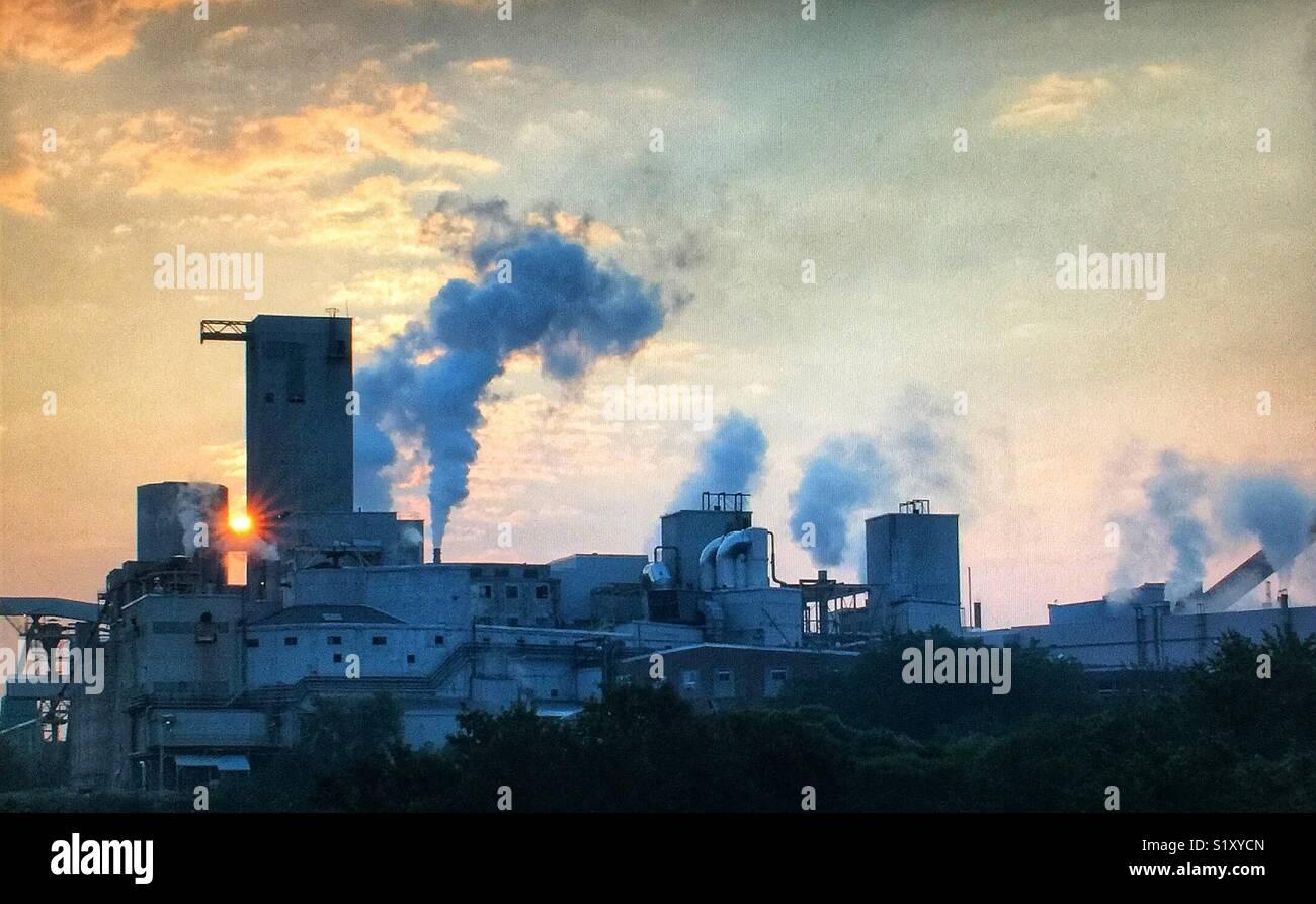 Manufacturing plant at sunrise - Stock Image