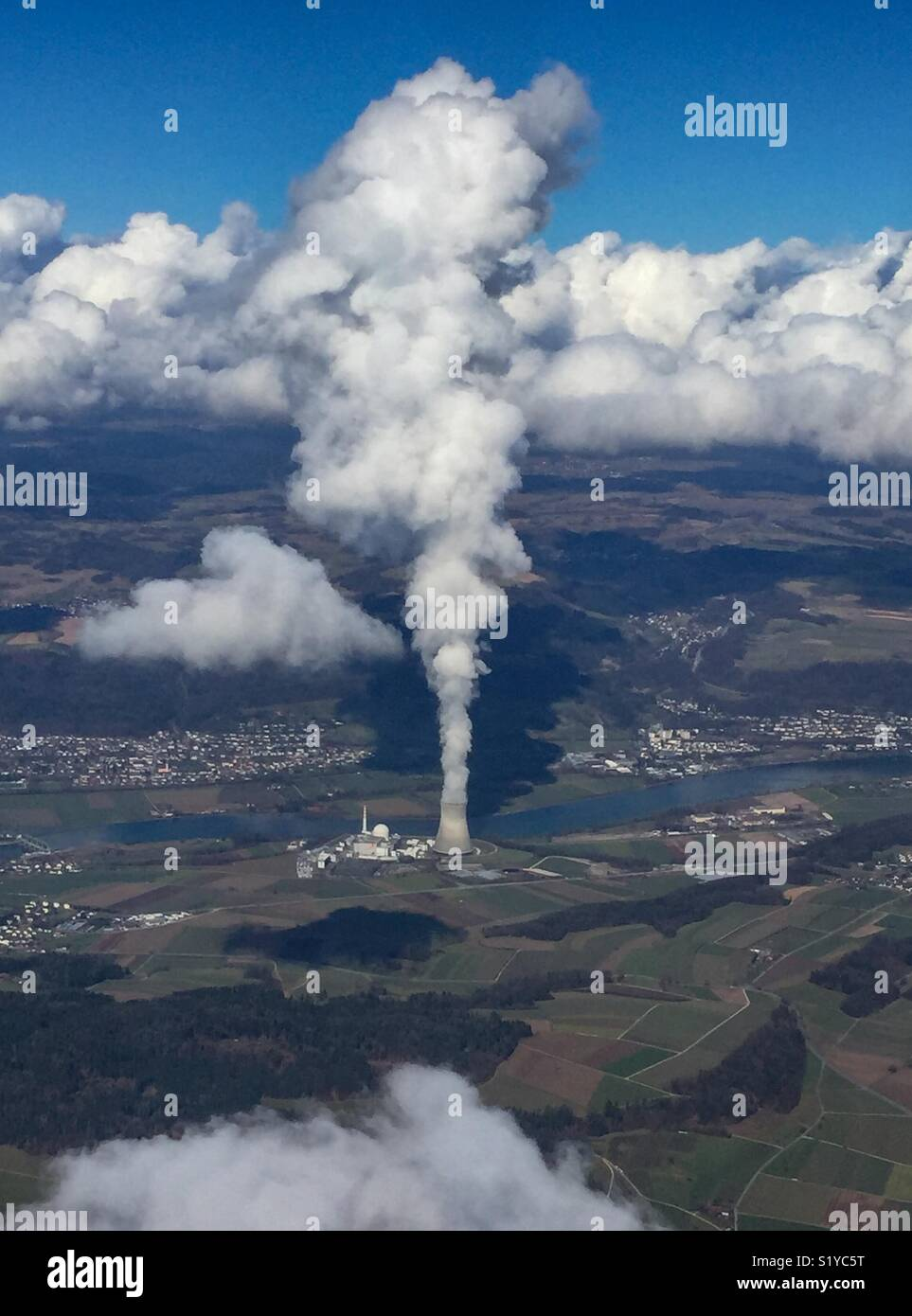Aerial view of an atomic power plant and of the steam it produces. - Stock Image