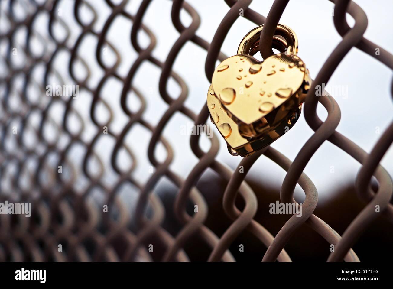 Heart lock fence - Stock Image