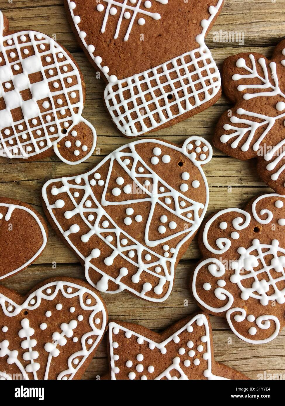 Full screen of Christmas gingerbread cookies on a wooden table - Stock Image