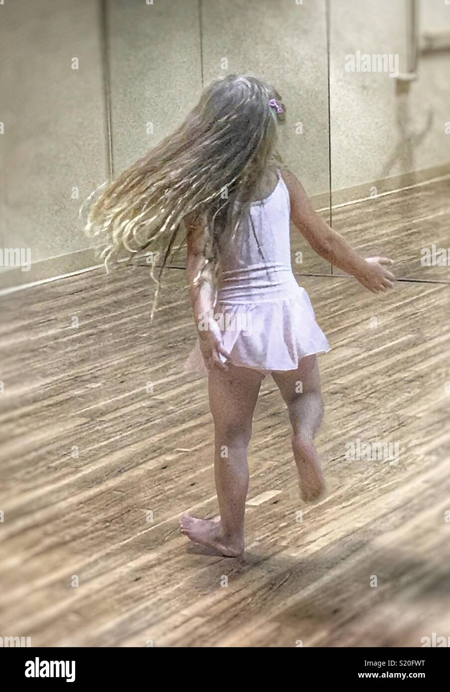 Little girl twirling in dance class - Stock Image