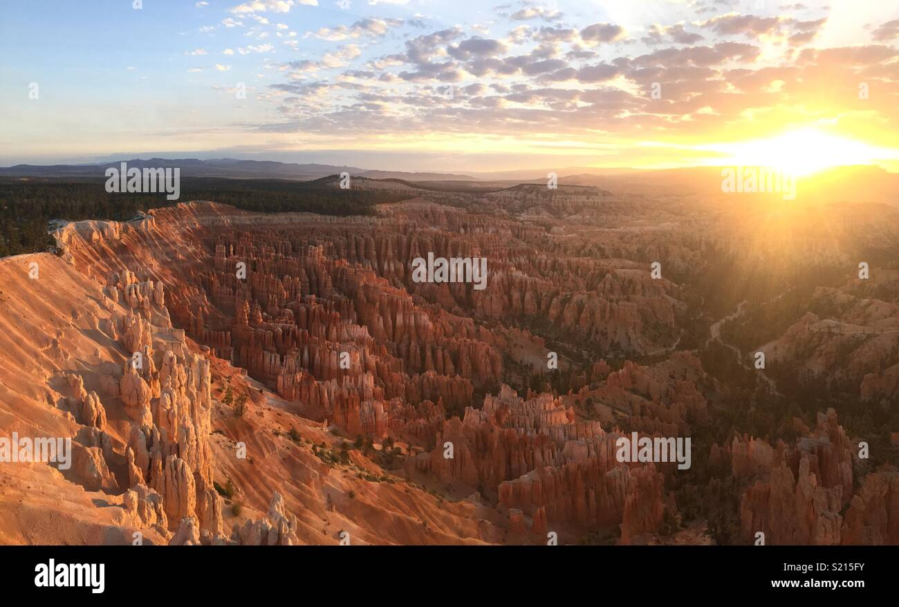 Bryce Canyon amphitheater at sunrise in April - Stock Image