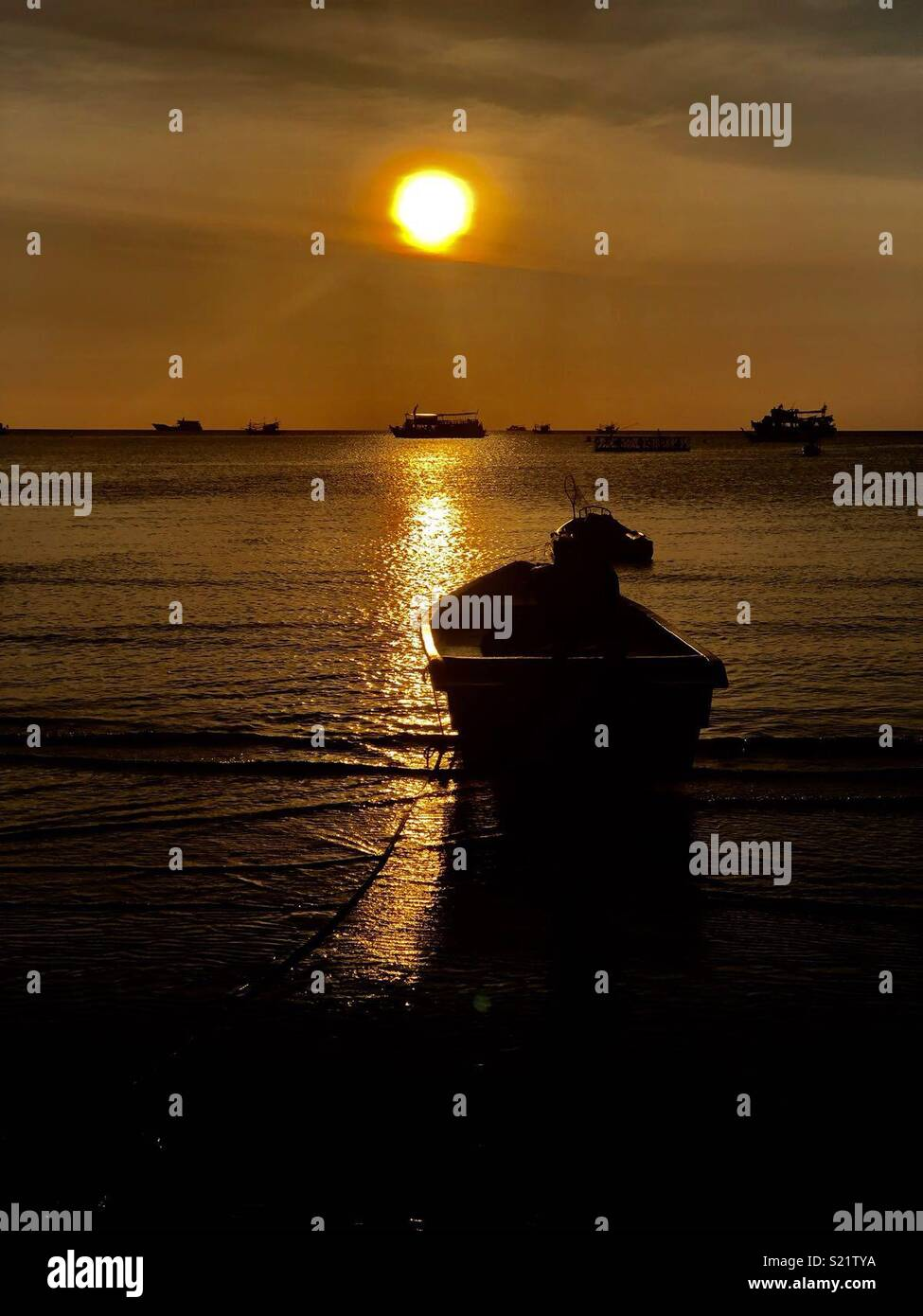 Nice relaxing sunset on the beach of koh toa Thailand Stock Photo