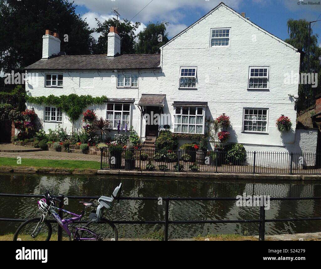 Beautiful canal side in Lymm - Stock Image