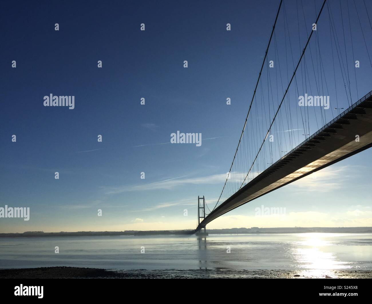 View of the Humber Bridge from Hessle Foreshore - Stock Image