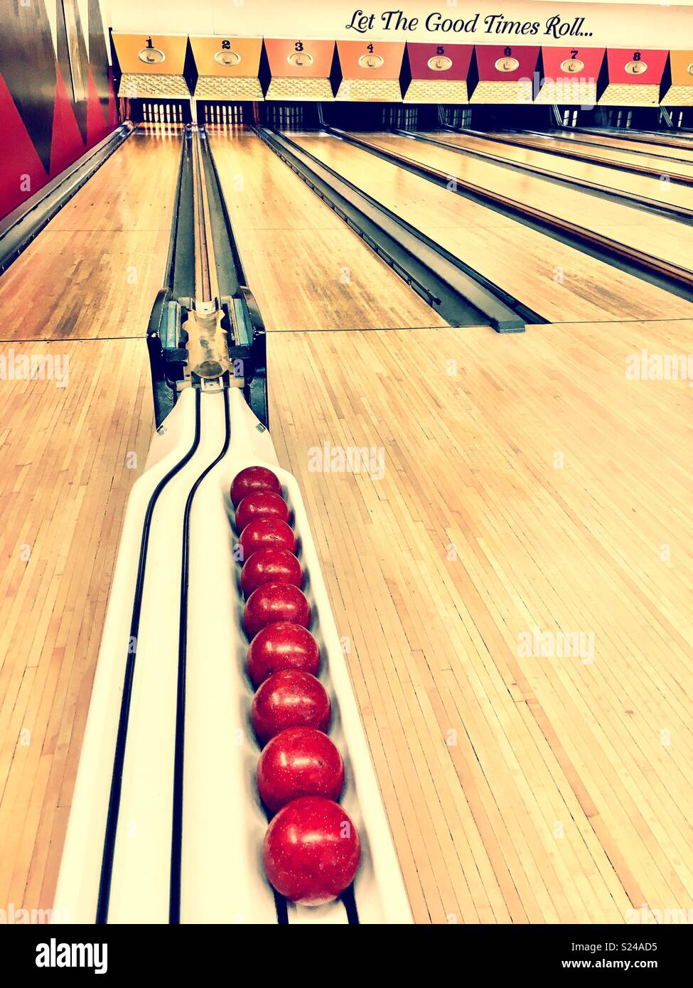 Candlepin bowling alley Stock Photo: 311111953 - Alamy