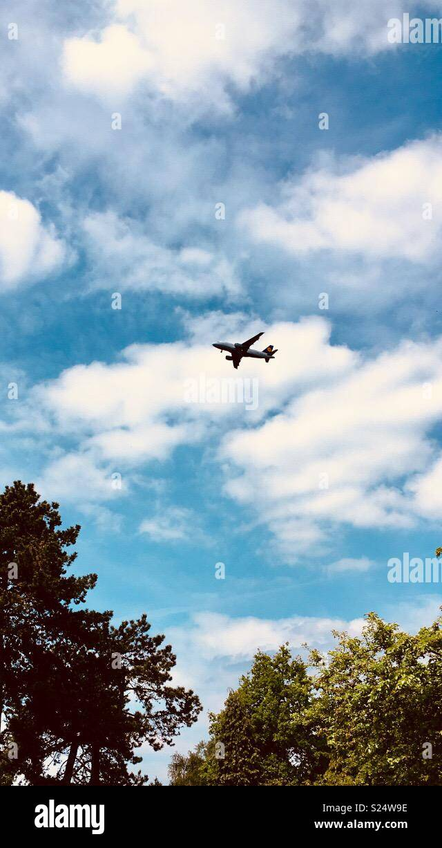 Jet flying over Bruntwood Park in Cheadle, UK. - Stock Image