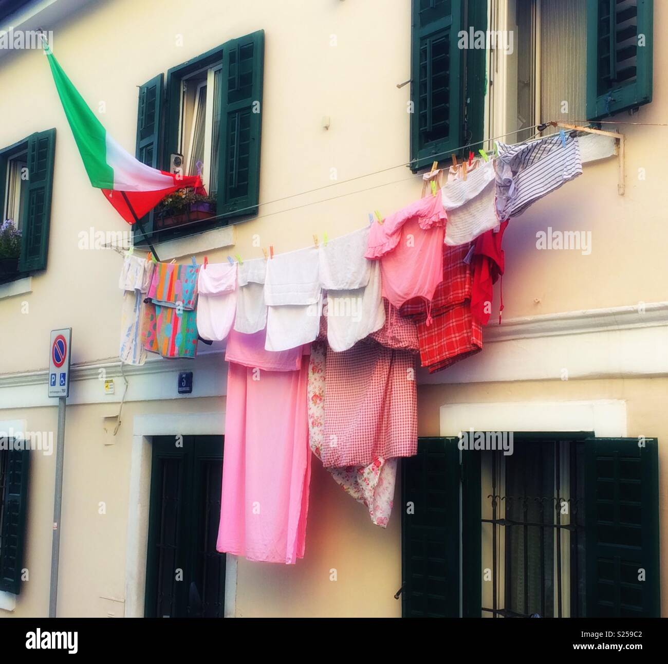 Drying laundry and Italian flag hanging outside a house in Trieste ...