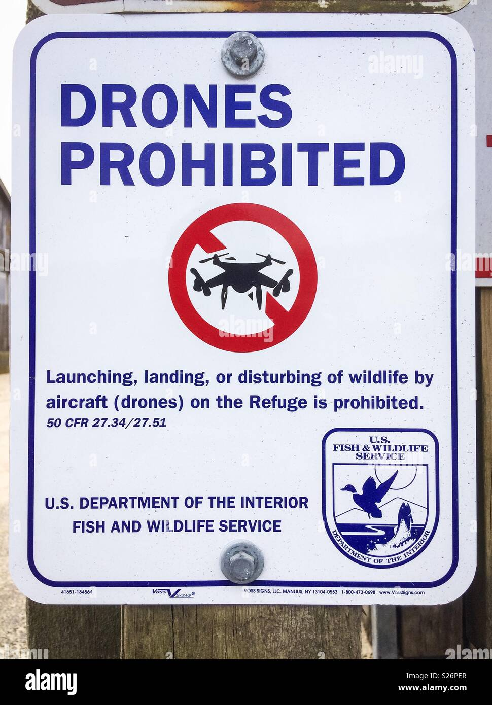 Drones prohibited sign post in order to protect wildlife, Cannon Beach, Oregon, USA. - Stock Image
