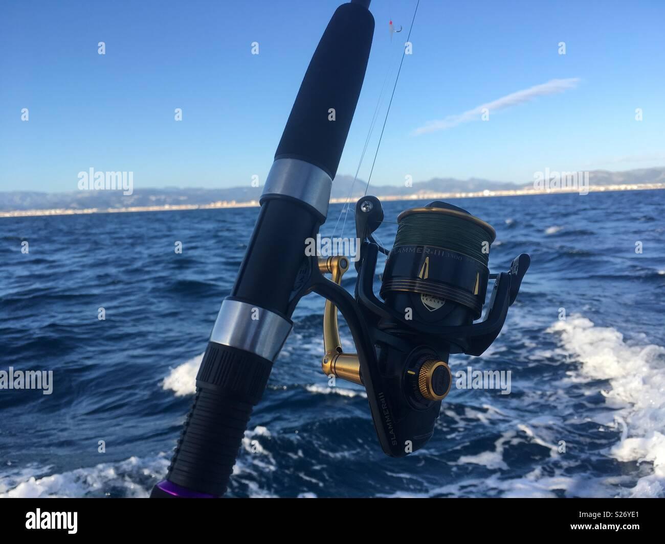 Pesca deportiva con currican en la costa del levante, valencia, españa - Stock Image