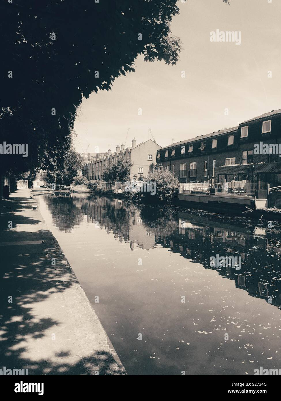 Black and white photo of Hertford Union canal in bow, East London Stock Photo