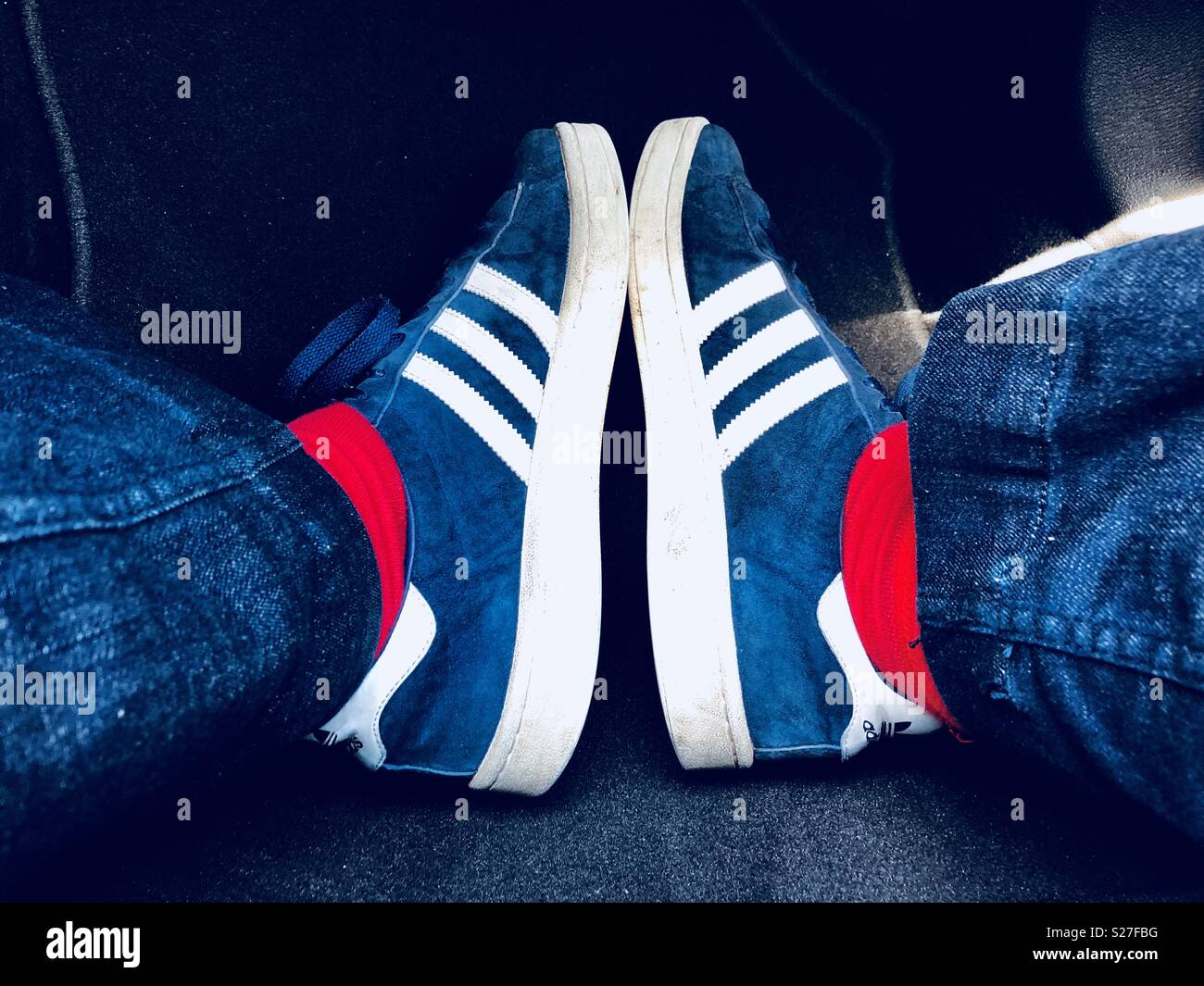 persona tanto Restricción  Feet in Adidas retro trainers red socks and part of legs in jeans Stock  Photo - Alamy