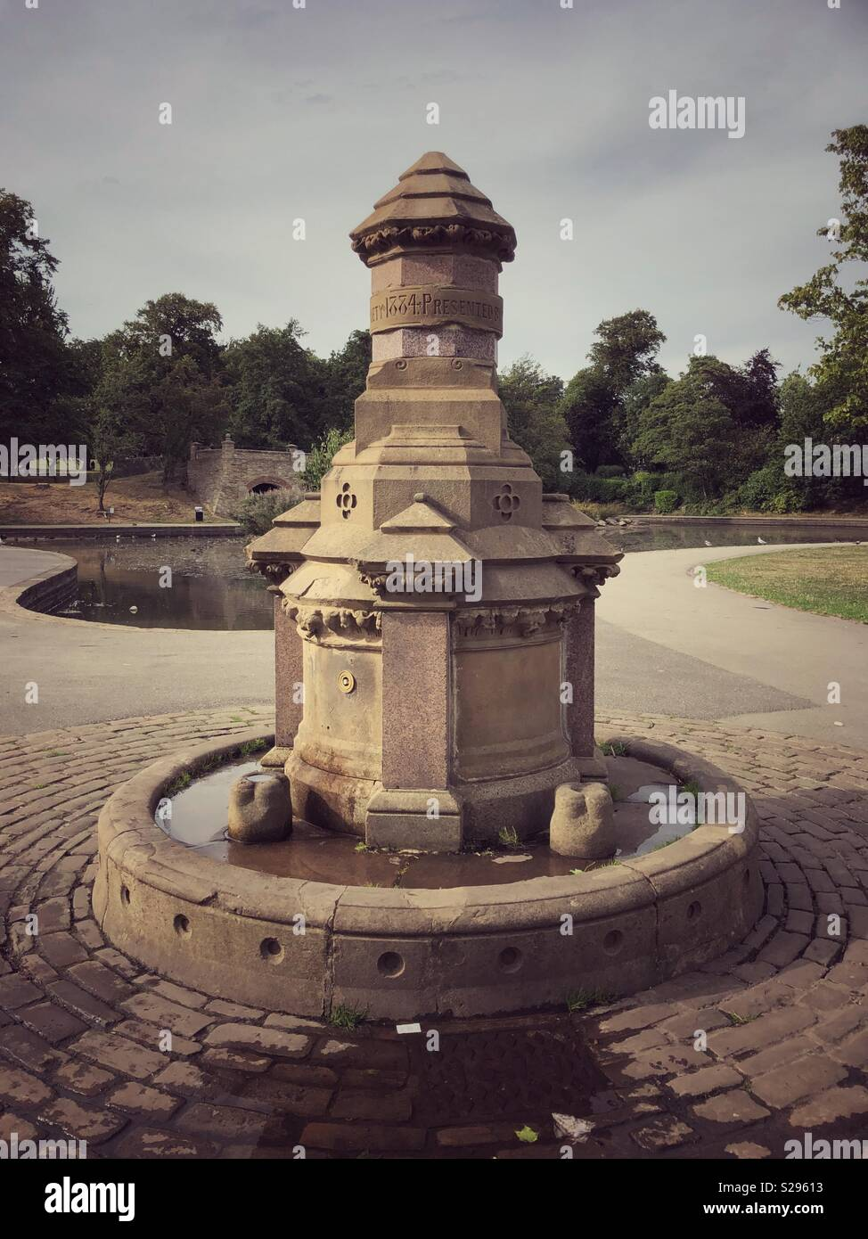 Old fashioned water fountain in Greenhead Park Huddersfield - Stock Image