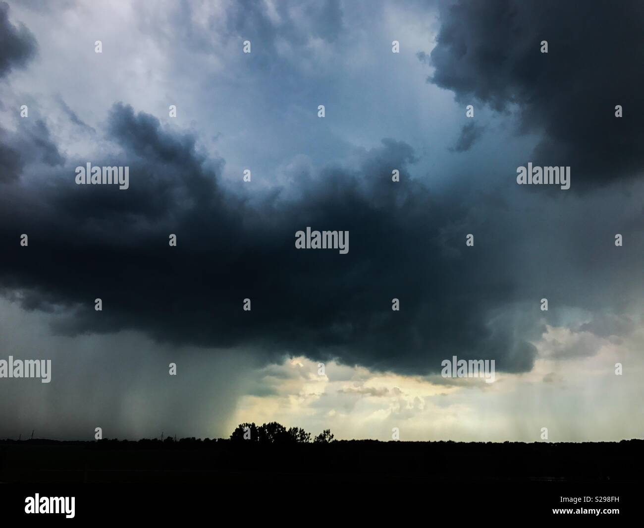 Ominous rain cloud - Stock Image