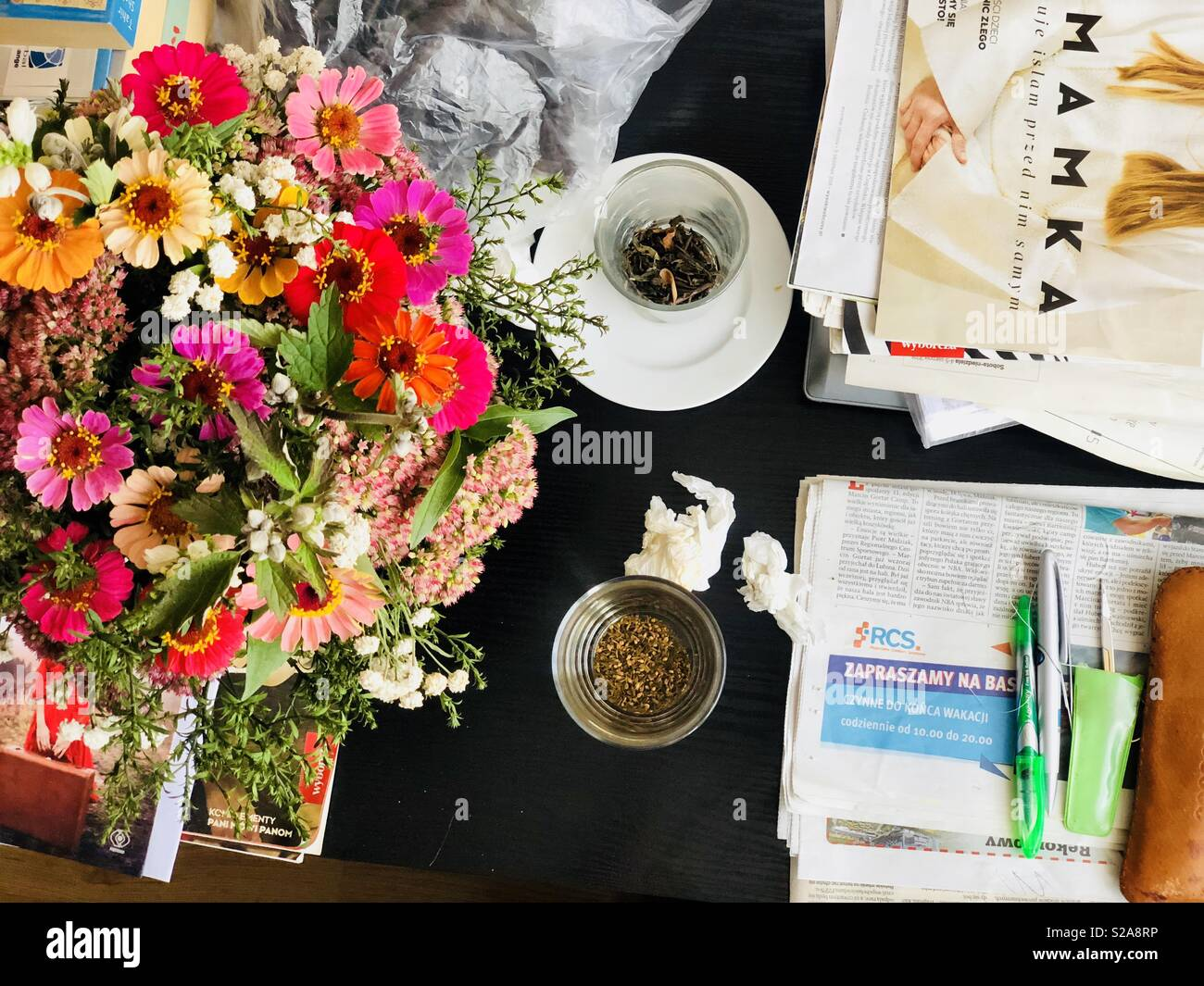 Bouquet Of Flowers Desk High Resolution Stock Photography And Images Alamy