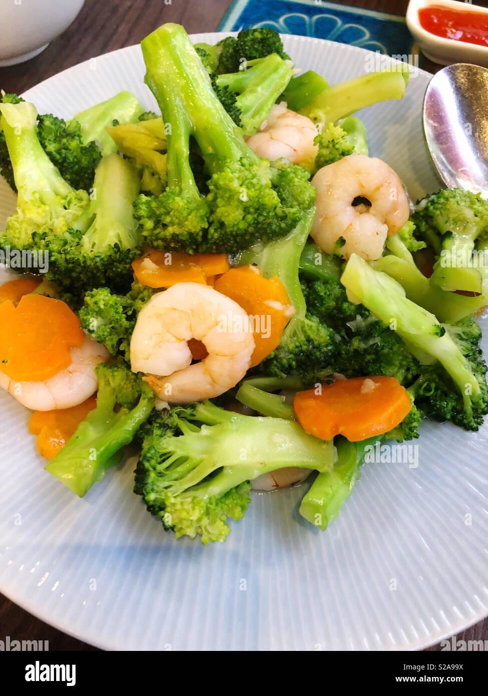 Prawn and broccoli salad - Stock Image