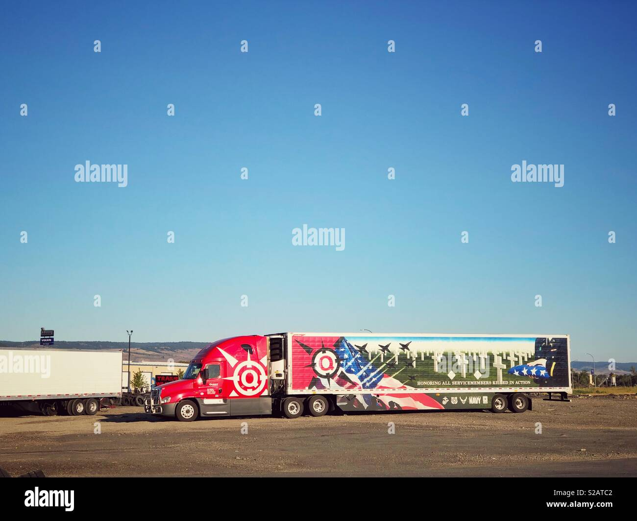 18 Wheeler Truck Stock Photos & 18 Wheeler Truck Stock