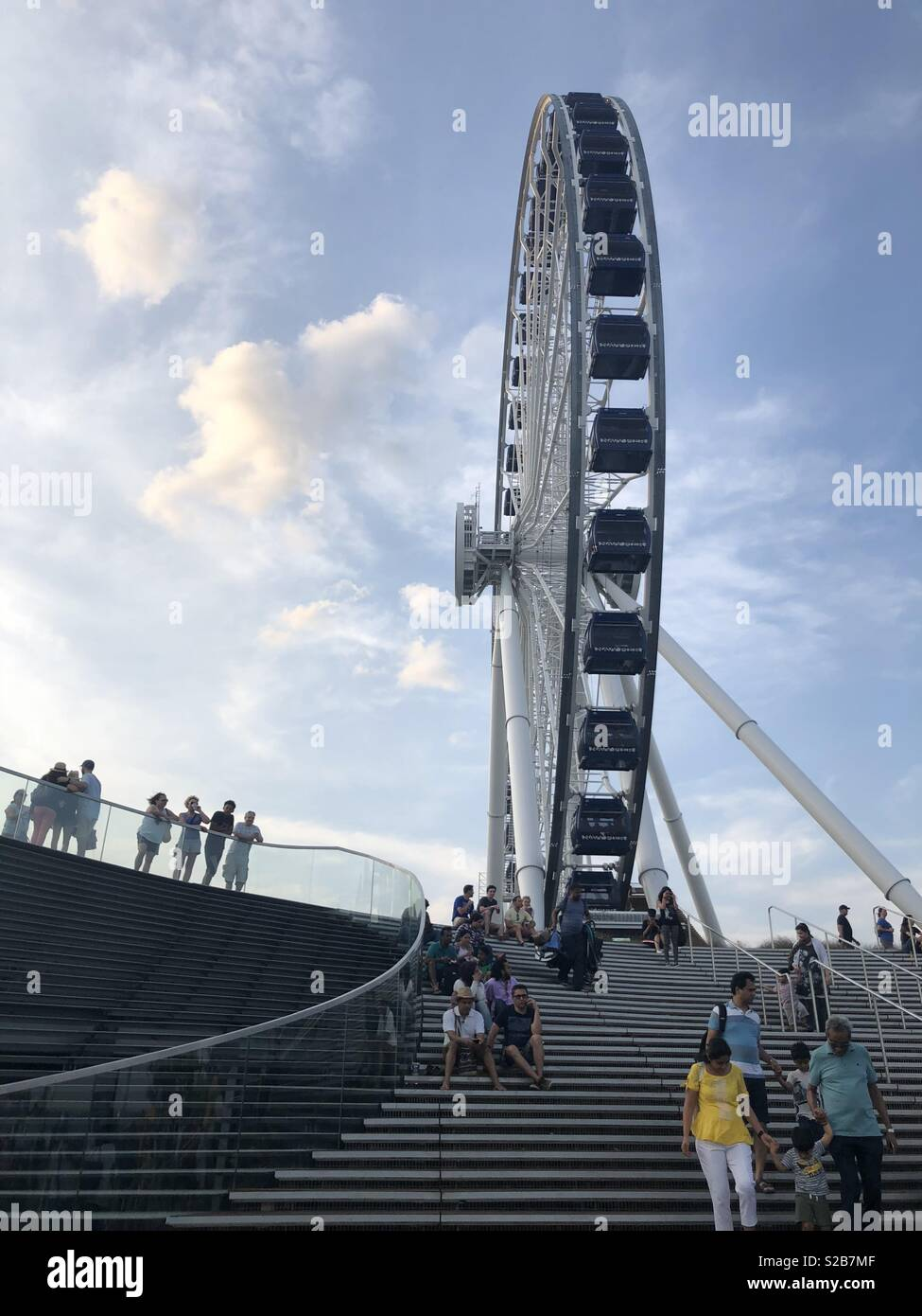 Fairs wheel at the Navy Pier in Chicago - Stock Image