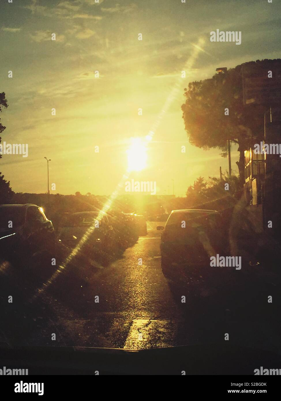Traffico sul tramonto - Stock Image