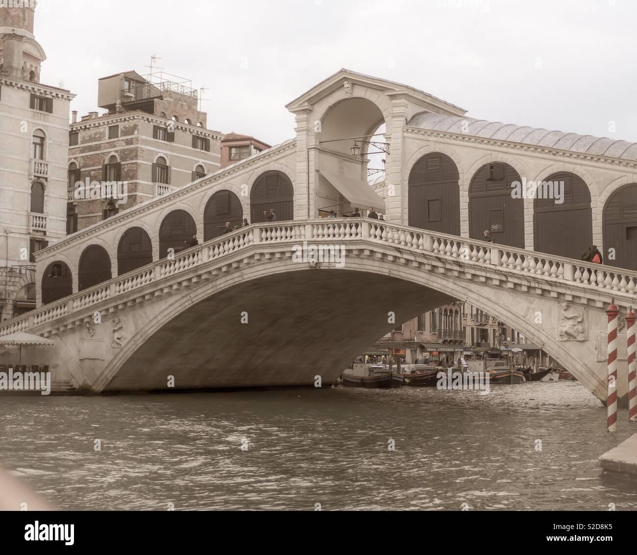 The Rialto Bridge in Venedig - Stock Image