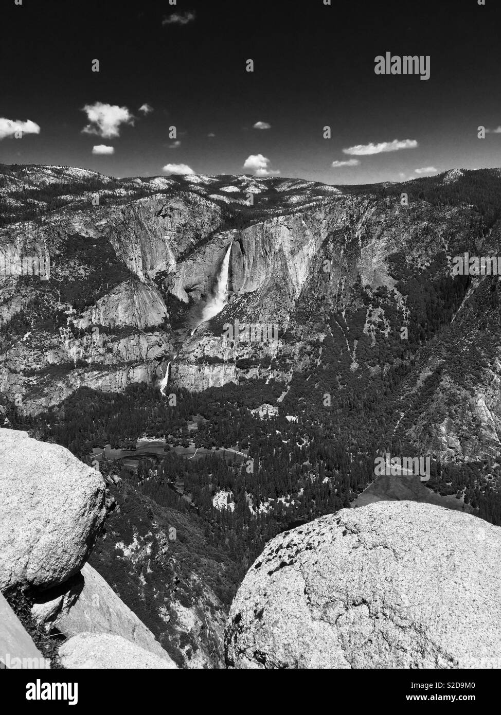 Large waterfall in Yosemite National Park - Stock Image