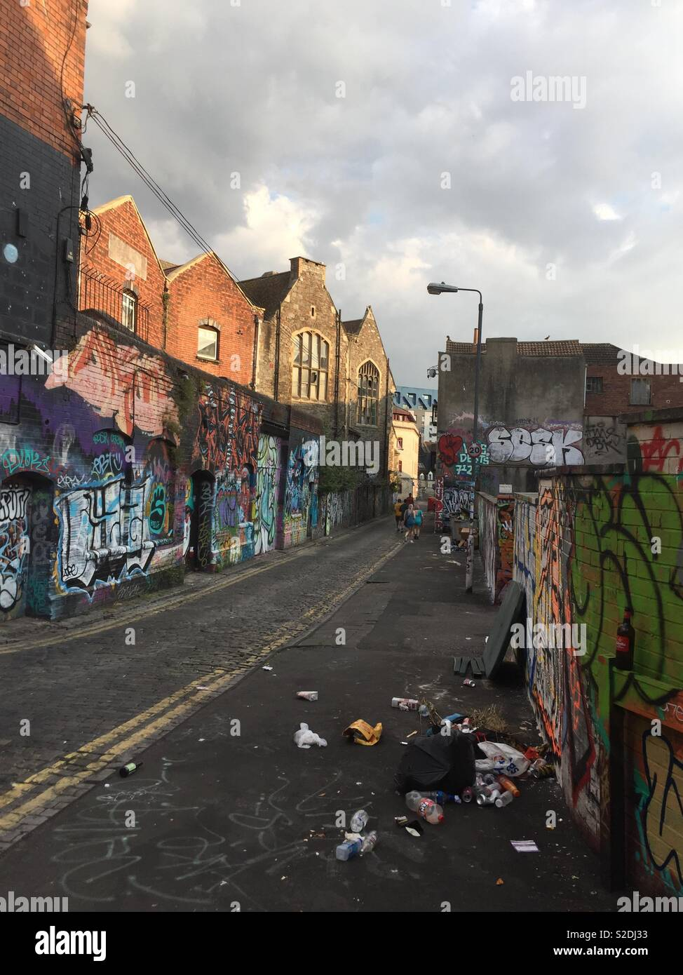 Backstreet in Stokes Croft Bristol with graffiti and rubbish - Stock Image