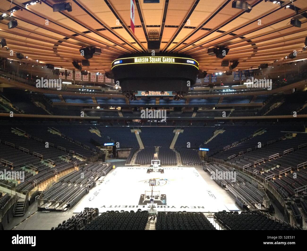 The inside arena at Madison Square Garden Stock Photo - Alamy