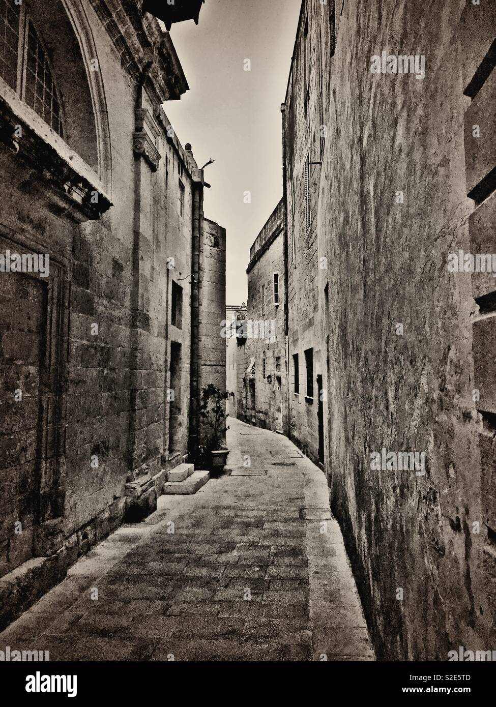 Small road in the medieval city of Mdina in Malta Stock Photo