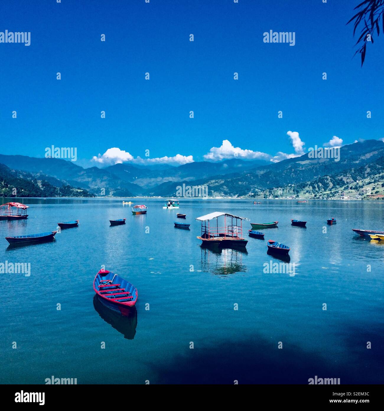 Phewa lake magical boats - Stock Image