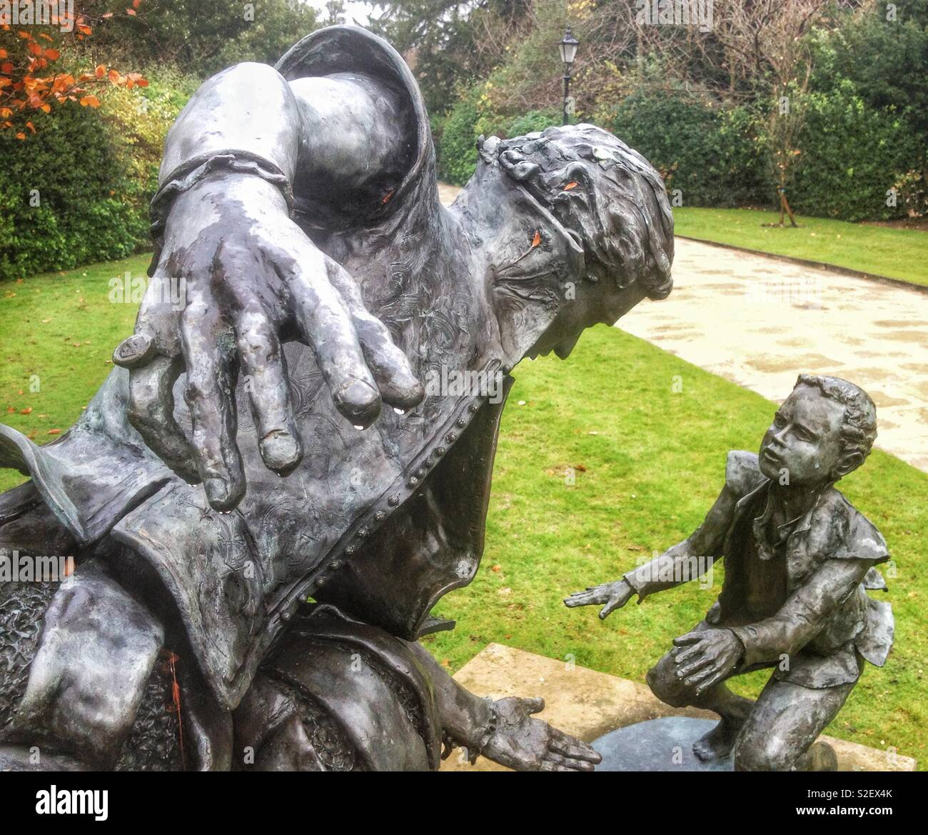Detail of the sculpture of Edward Alleyn, Elizabethan actor and entrepreneur, in the gardens of Dulwich College almshouses, London - Stock Image