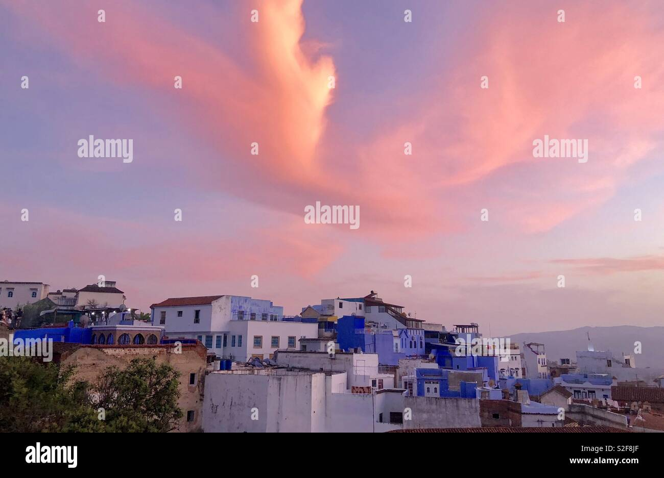 Pink light over Chefchouan blue - Stock Image