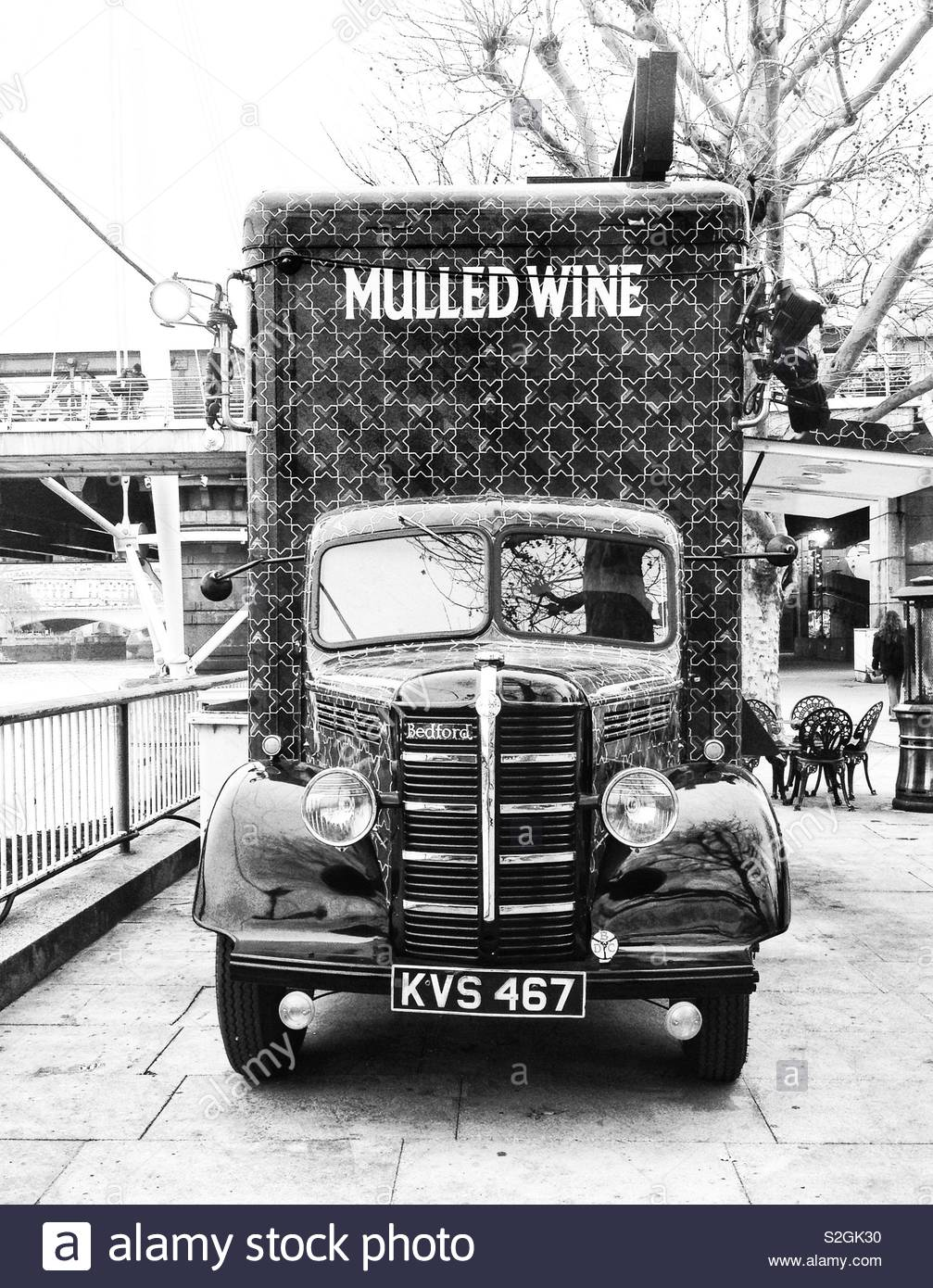 Vintage van on the Southbank of the river Thames near Hungerford bridge, selling mulled wine on a winter day - Stock Image
