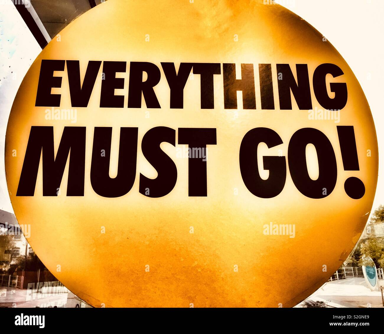 Digitally altered 'Everything must go!' Poster in a shop window. Metaphor. Concept: All things must pass Stock Photo